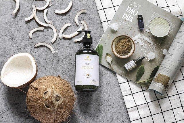 L'huile de coco aide et répare vos cheveux abîmés